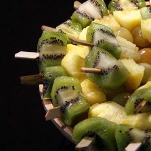 New - Pause matin gourmande avec brochettes de fruits le vélo du soir