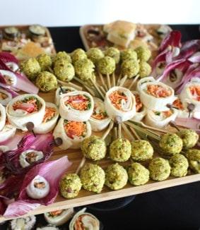 New - 17 -cocktail dînatoire avec petites pièces cocktails wraps endive roquefort traiteur Paris