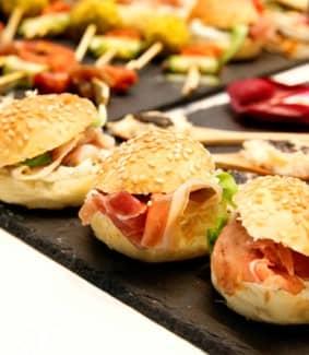 New - 2 - Image secondaire de burger du vélo du soir traiteur événementiel - buffet déjeuner